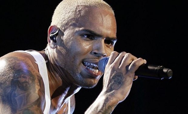 """To Chris Brown Fans Nothing Says """"I Love You"""" Like A Fist On The Face"""